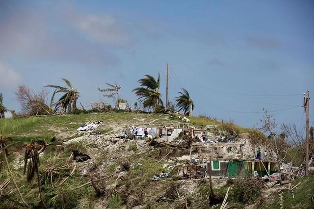 Hurricane Matthew Kills Nearly 900 in Haiti, Hits US