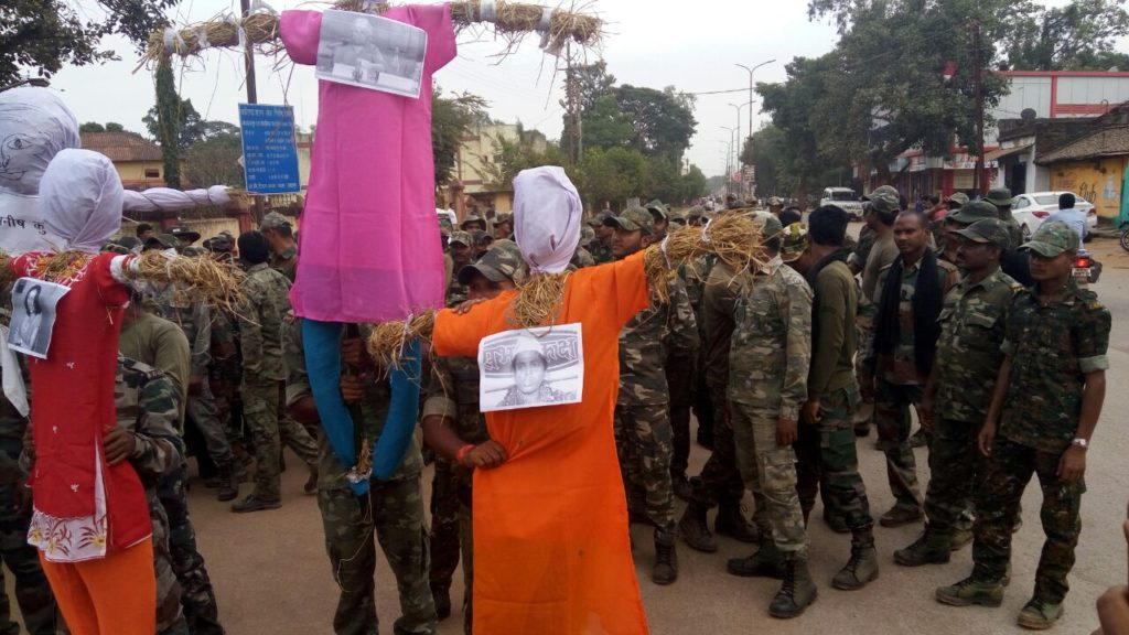 Effigies of Bela Bhatia, Himanshu Kumar, Nandini Sundar, Manish Kunjam and Malini Subramaniam held aloft by uniformed security force personnel in Bastar, Chhattisgarh, before being set on fire on Monday. Credit: Special Arrangement