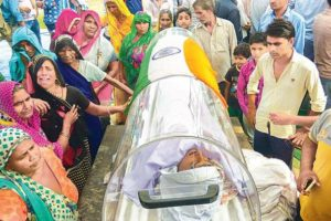 The body of Dadri lynching accused Ravi Sisodia was draped with the national flag. Credit: Twitter