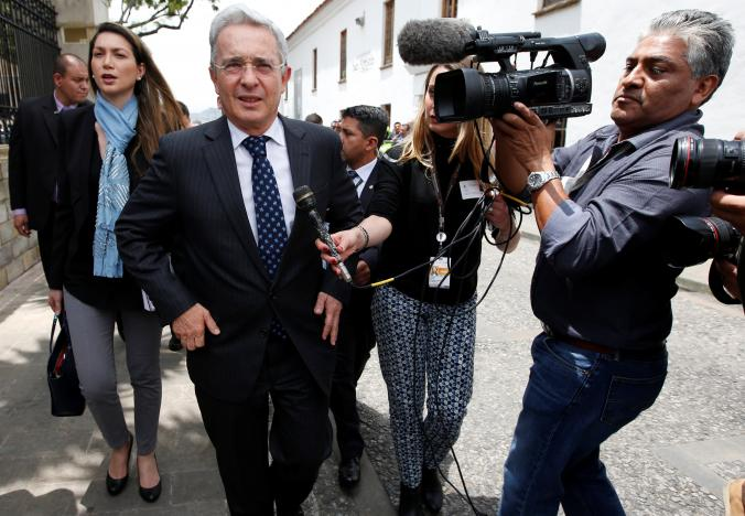 Colombian former President and Senator Alvaro Uribe arrives before a meeting with Colombia's President Juan Manuel Santos at Narino Palace in Bogota, Colombia, October 5, 2016. Credit: Reuters/John Vizcaino