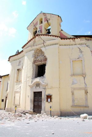 A building in Italy seen after the earthquake. Credit: Wikimedia Commons