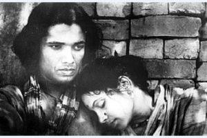 Khan Ata and Tripti Mitra in the film Jago Hua Savera