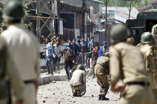 Rights Group Urges Centre to Revise 'Militaristic Policy' In Kashmir