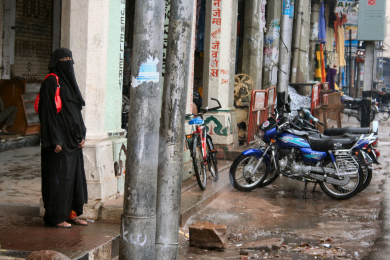 A Muslim woman near the Charminar. Credit: anaxila/Flickr CC BY-NC-ND 2.0