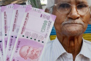 Senior citizen shows new currency notes