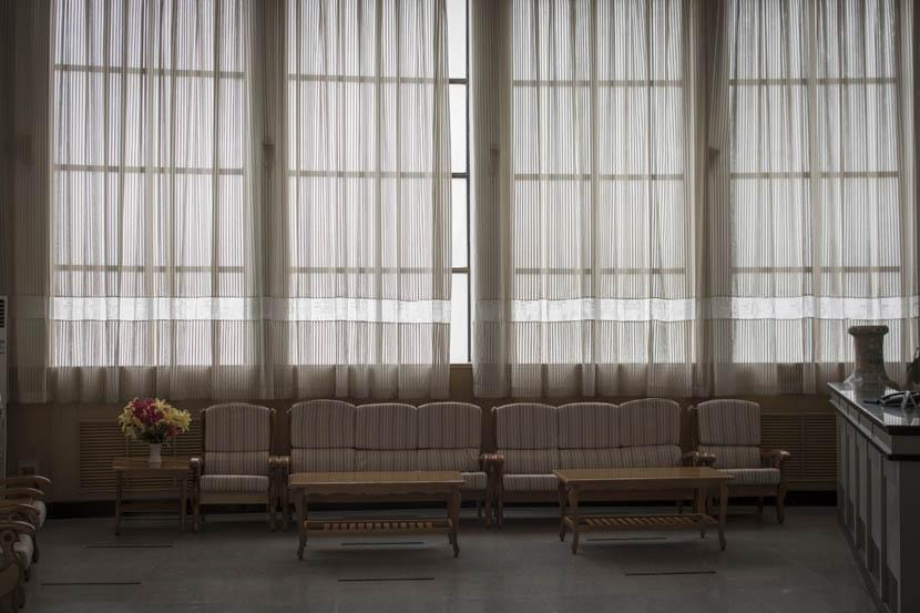 Inside a China National Nuclear Corporation-affiliated hotel in 404 City. Credit: Xu Haifeng/Sixth Tone