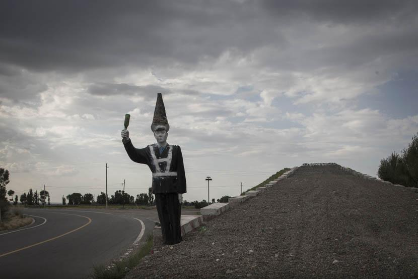 A statue of a police man with a cone in his hand on the road leading to 404 City. Credit: Xu Haifeng/Sixth Tone