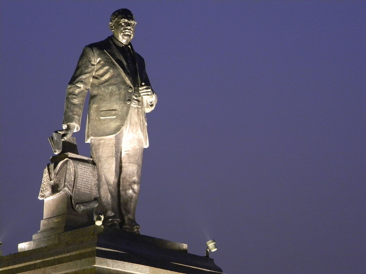 A statue of B.R. Ambedkar inside the park that bears his name in Lucknow, Uttar Pradesh. Credit: Kg.iitb/Wikimedia Commons, CC BY-SA 3.0