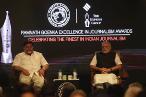 Viveck Goenka and Prime Minister Narendra Modi at the Ramnath Goenka Awards. Credit: Twitter/Indian Express