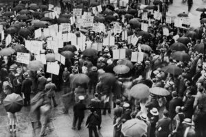 Crowds outside the Bank of United States when it failed in 1931. Credit: Library of Congress/Aeon