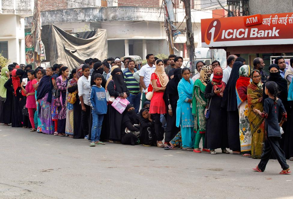 People queue to deposit or exchange their old high denomination banknotes outside a bank in Allahabad, November 16, 2016. Credit: Reuters/Jitendra Prakash