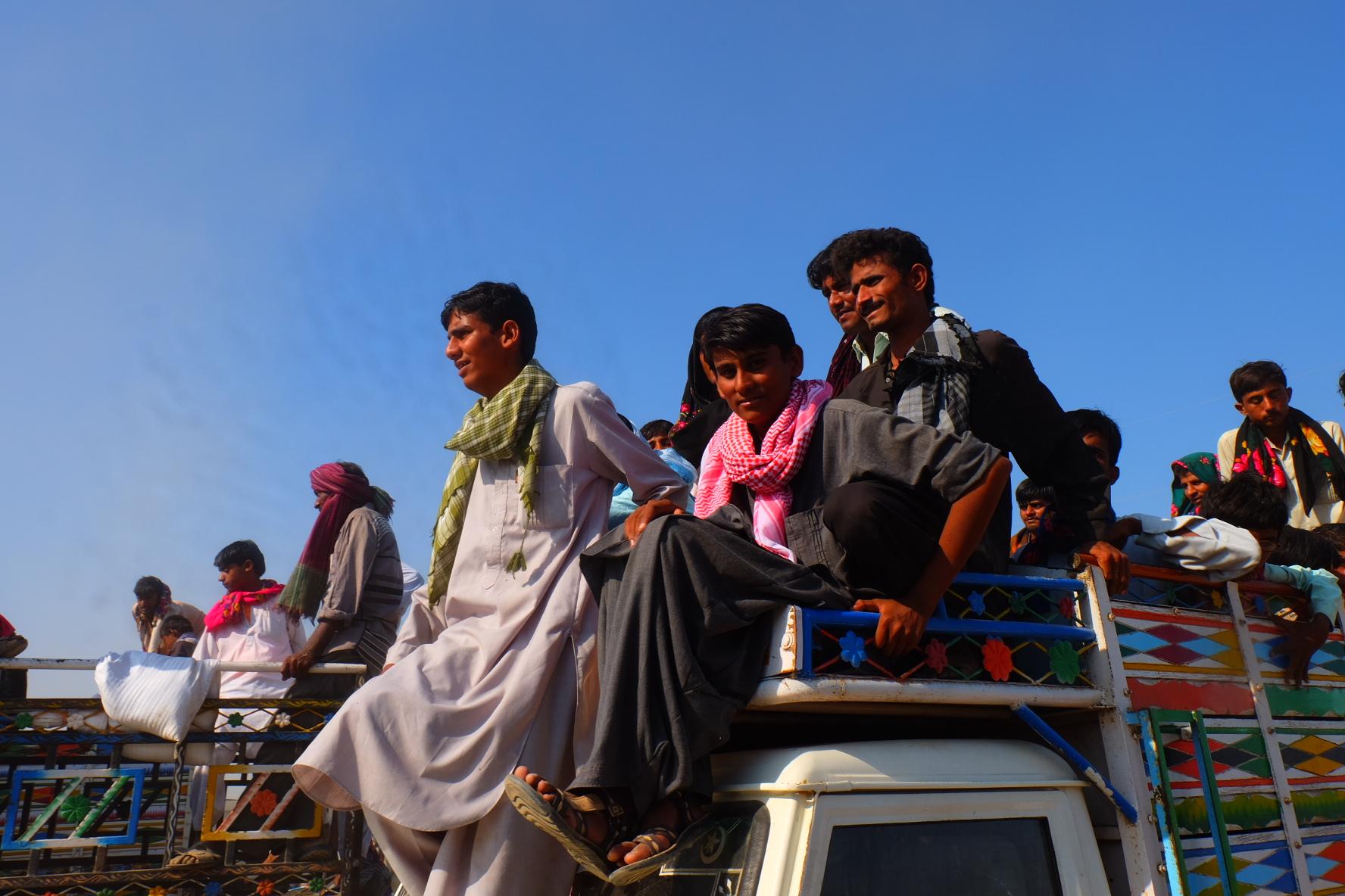 Crowds gather to watch <em>bakhmallakhado</em> wrestling. Credit: Gaurav Madan