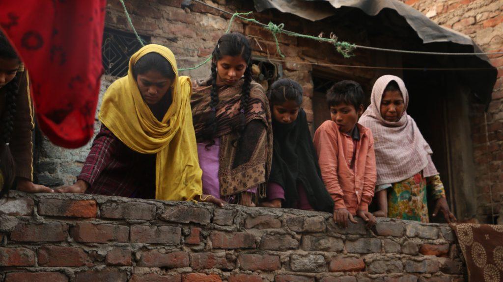 Kathputli Colony residents witnessing a persuasion visit in their neighbourhood. Credit: Akshita Nagpal