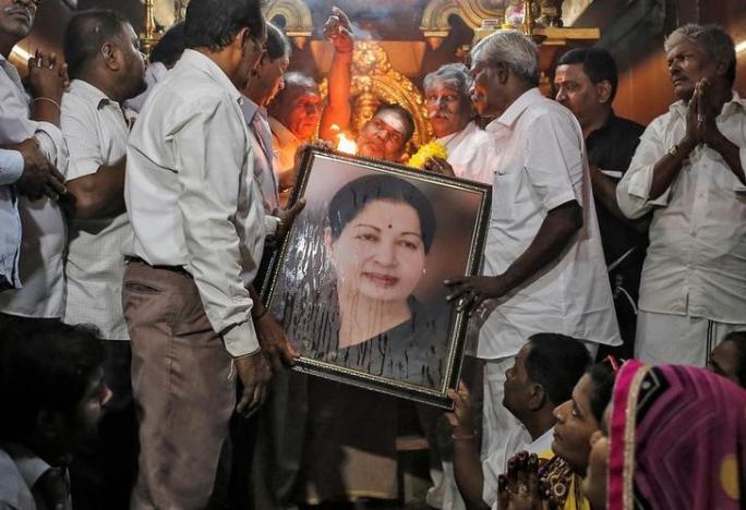 Jayalalithaa Passes Away, Panneerselvam Sworn in as Tamil Nadu Chief Minister
