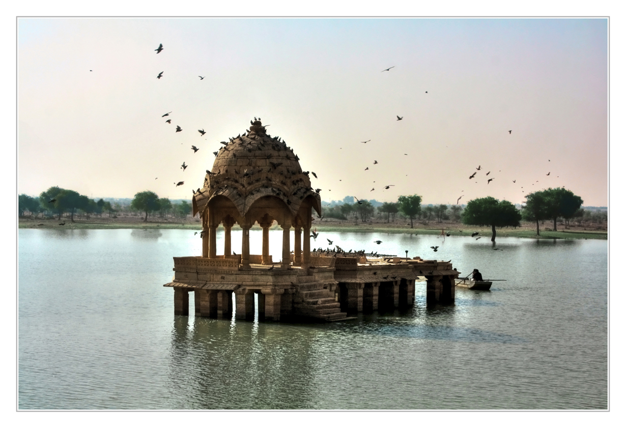 Gadsisar Lake in Jaisalmer. Credit: Daniel Mennerich/Flickr CC BY-NC-ND 2.0