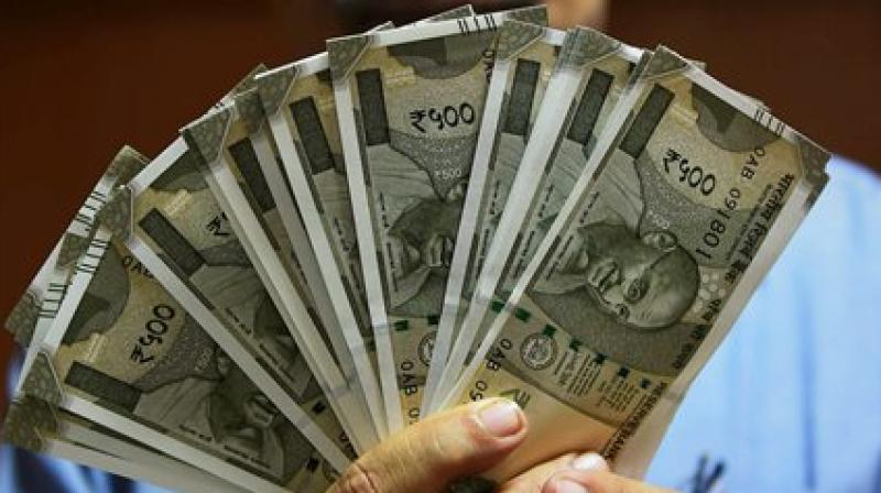 Since Rs 500 notes are needed desperately to act as a usable breakup of Rs 2,000 notes, how adequate is their circulation? Credit: PTI