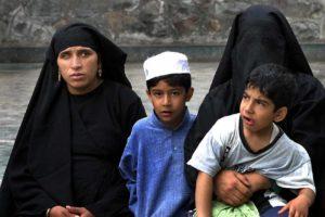 Muslim women in Srinagar. Representational image. Credit: Wikimedia Commons