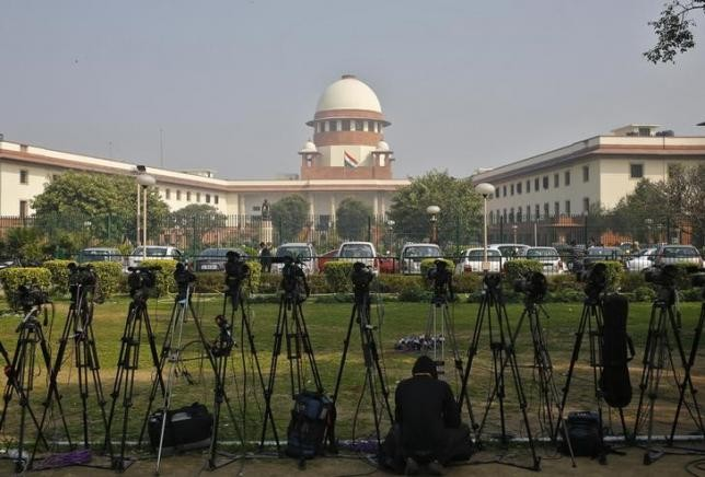 SC issues contempt notice to Justice Karnan, strips him of all duties