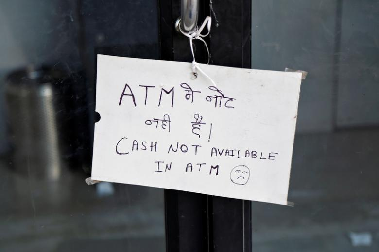 A notice is displayed outside an ATM counter in Ajmer, November 28, 2016. REUTERS/Himanshu Sharma/Files