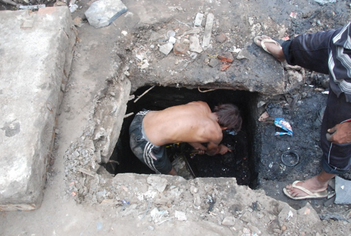 Man Dies While Cleaning a Delhi Jal Board Sewage Tank