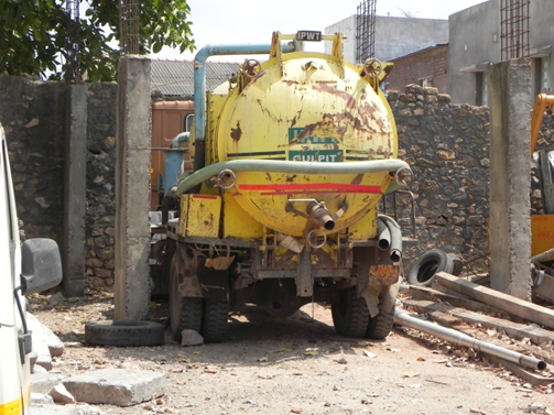 A fabricated sludge transport vehicle in India today. Credit: Faecal Waste Management in Smaller Cities across South Asia: Getting Right the Policy and Practice