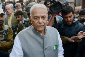 Srinagar: Former union minister and senior BJP leader Yashwant Sinha leaves after meeting with the  chairman of Hurriyat Conference, Syed Ali Shah Geelani outside his residence in Srinagar on October 25. Credit: PTI