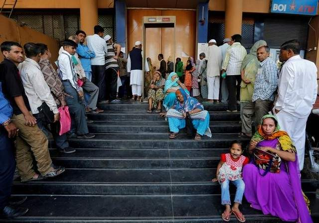 Lines outside an ATM. Credit: Reuters/Files