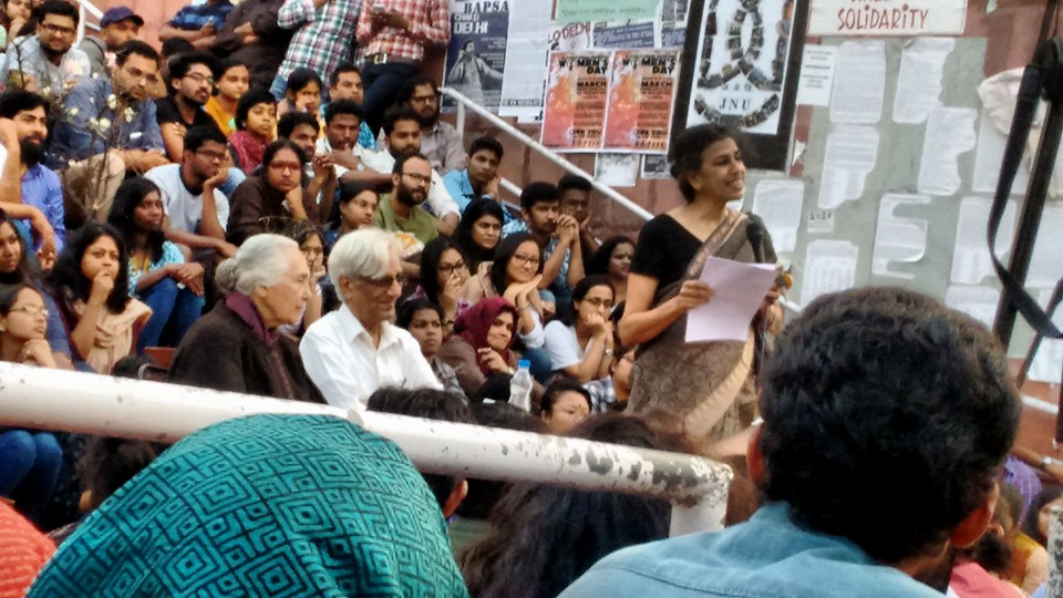 Janaki Nair introduces Romila Thapar and Harbans Mukhia during the 'What the nation really needs to know' lecture series. Credit: Titash Sen