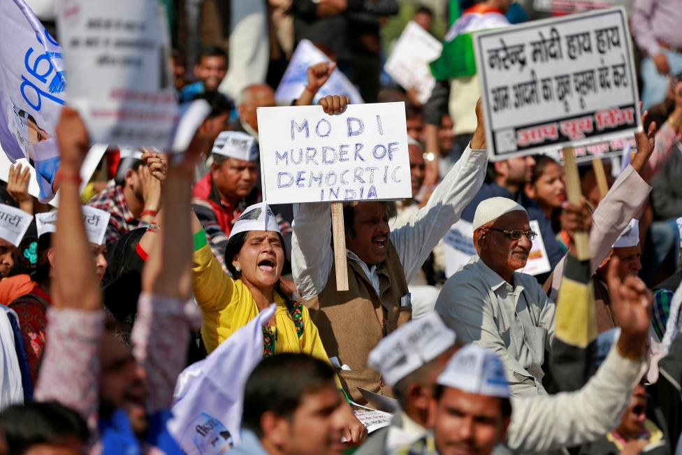 People, including members of opposition parties, gather in central Delhi for a protest against the government's decision to withdraw Rs 500 and Rs 1000 banknotes from circulation, November 28, 2016. Credit: Reuters/Cathal McNaughton