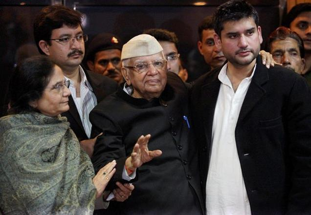N.D. Tiwari (centre) with his son Rohit Shekhar (R). Credit: PTI/Files