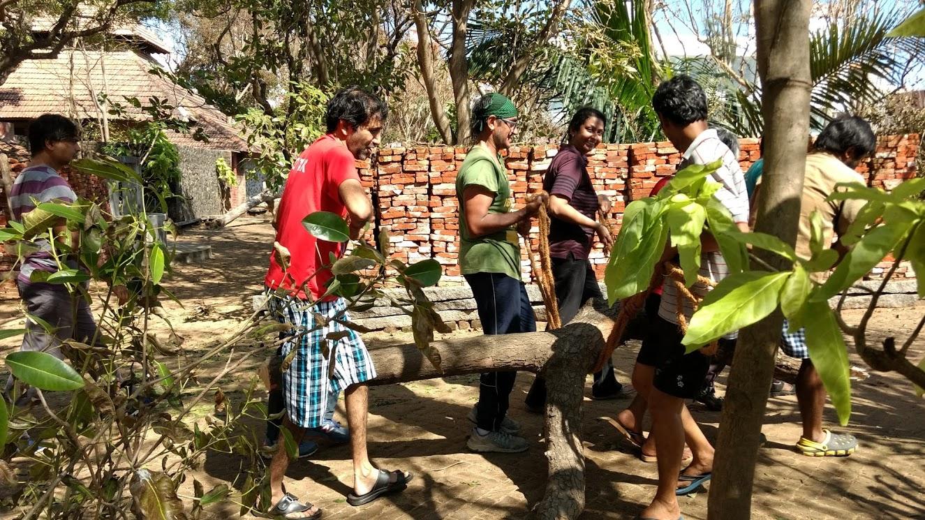 Volunteers at work. Credit: Gita Jayaraj