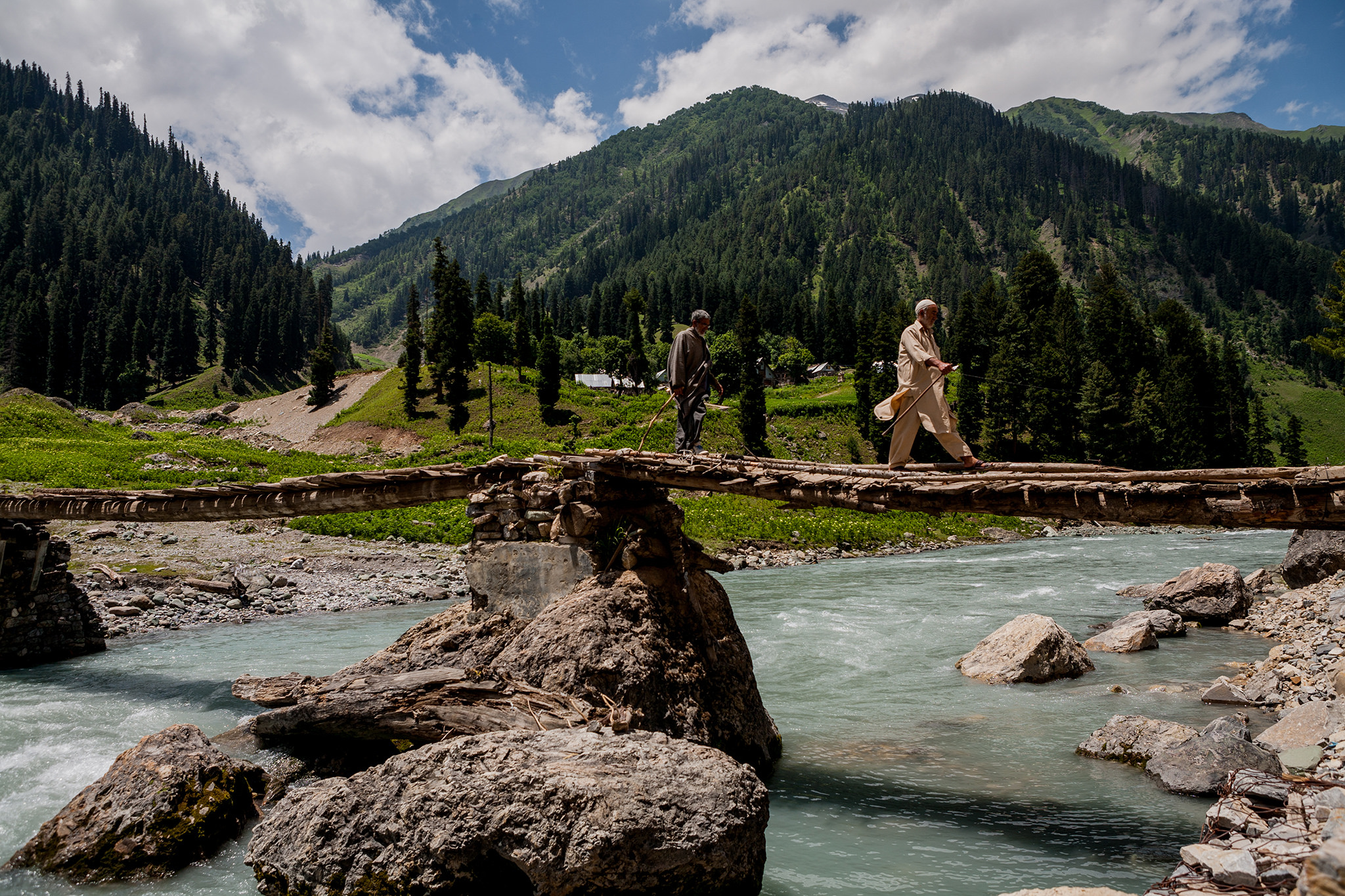A tributary of the Indus flows through Sarbal, Kashmir. Credit: Sandeep Pachetan/Flickr, CC BY-NC-ND 2.0