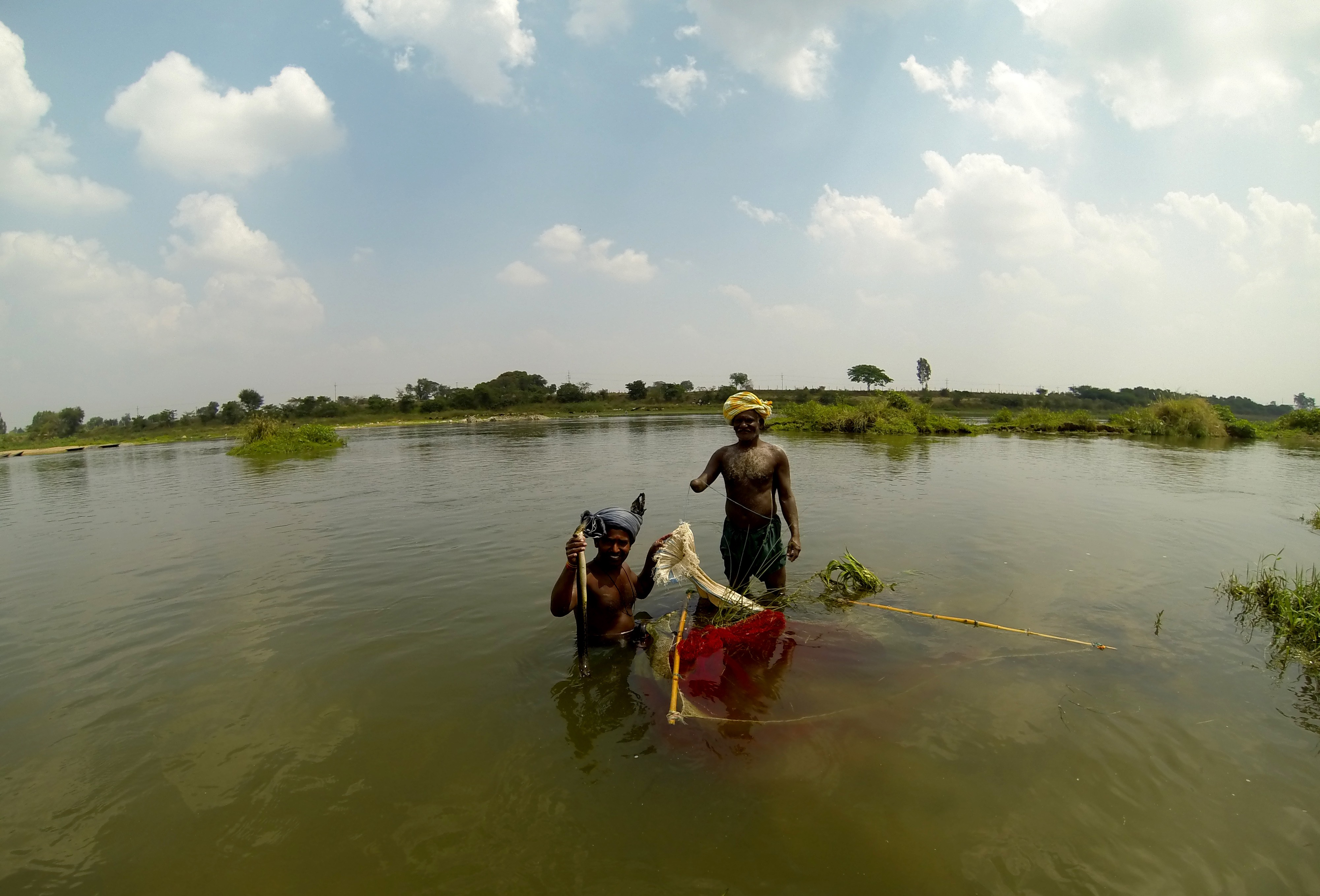 A traditional form of fishing which does not draw fishermen and otters into conflict. But these methods have almost completely disappeared. Credit: Nisarg Prakash