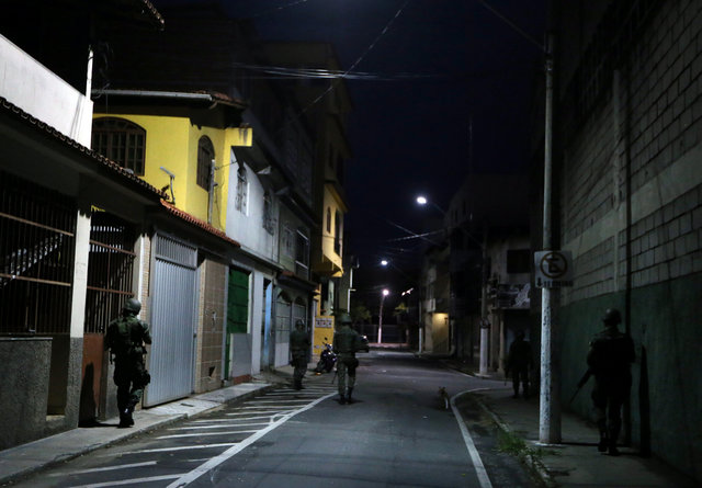 Army soldiers patrol the streets of Vila Velha, Espirito Santo, Brazil February 9, 2017. Credit: Reuters