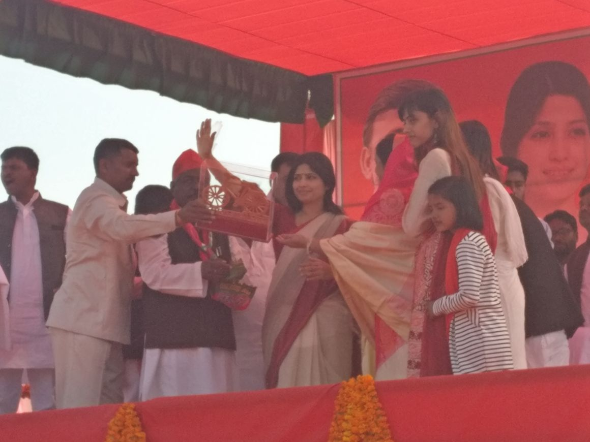 Dimple Yadav at a Samajwadi Party rally is Wazirganj, Uttar Pradesh. Credit: Ajoy Ashirwad Mahaprashasta