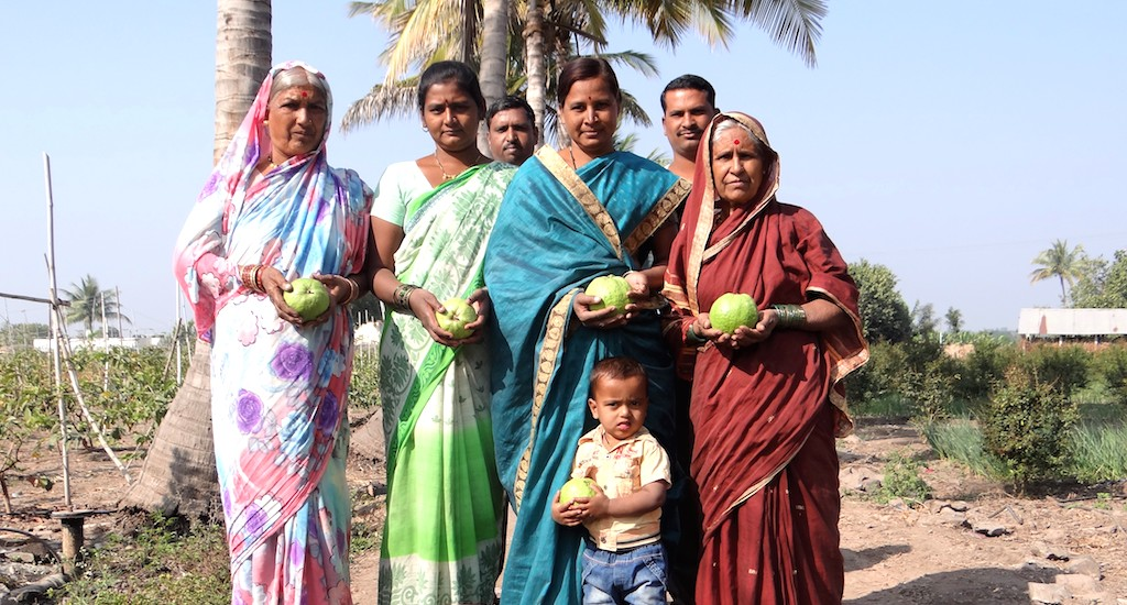 A happy VNR-Bihi grower's family in Pitkeshwar village in Pune, Maharashtra. Credit: VNR Nursery