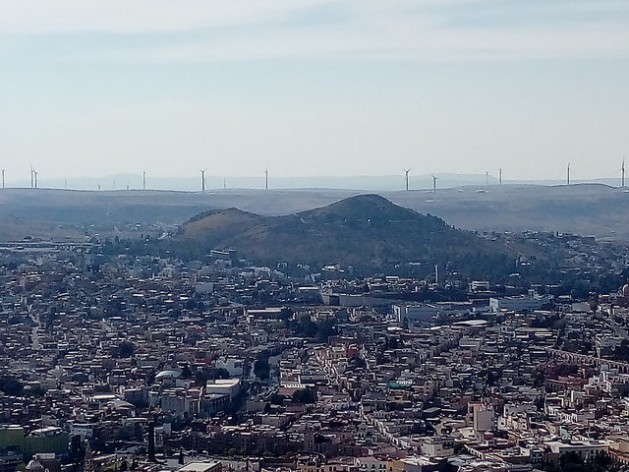 In Mexico, wind farms spark controversy due to complaints of unfair treatment, land dispossession, lack of free, prior and informed consent and exclusion from the electricity generated. In the photo, wind turbines frame the horizon of the northern city of Zacatecas. Credit: IPS