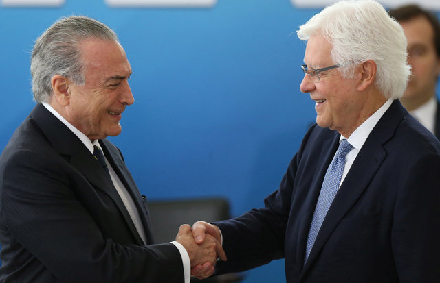 Brazil's President Michel Temer (L) greets the Minister of the General Secretary of the Presidency of Brazil, Wellington Moreira Franco during the inauguration ceremony of new Ministers, at the Planalto Palace in Brasilia, Brazil, February 3, 2017. REUTERS/Adriano Machado
