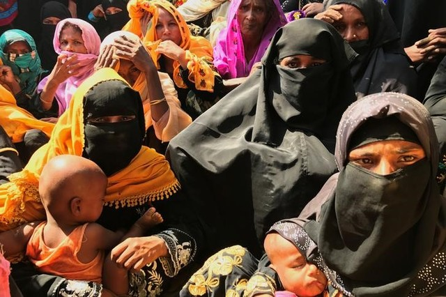 Rohingya refugee women wait to collect relief vouchers at Kutupalang Unregistered Refugee camp in Cox's Bazar, Bangladesh, February 27, 2017. Credit: Reuters