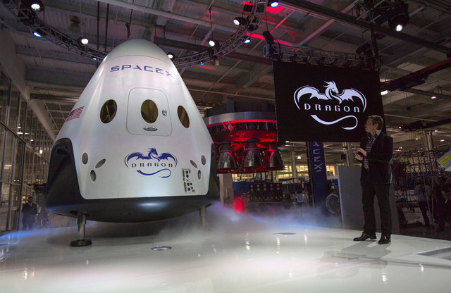 SpaceX to Send First Tourists Around Moon Next Year