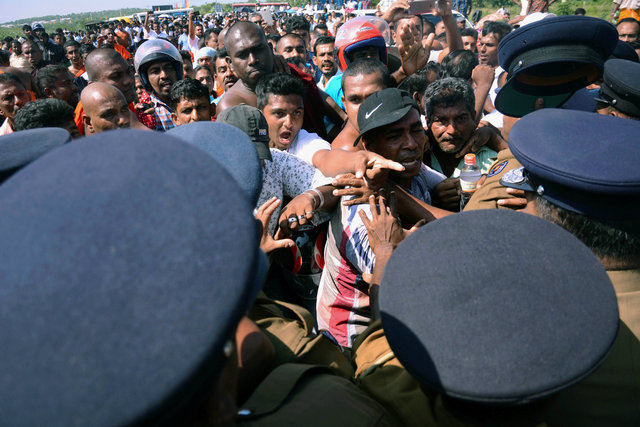 Demonstrator shout at police officers at a protest against the launching of a $5 billion Chinese investment zone by China Merchants Port Holdings Company, in Mirijjawila, Sri Lanka January 7, 2017. Credit: Reuters