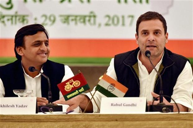 Uttar Pradesh chief minister and Samajwadi Party president Akhilesh Yadav and Congress vice president Rahul Gandhi during a joint press conference in Lucknow on Sunday. Credit: PTI