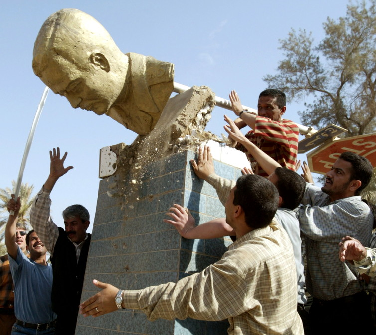Baghdad police topple a bust of Saddam Hussein in 2003. Credit: Reuters