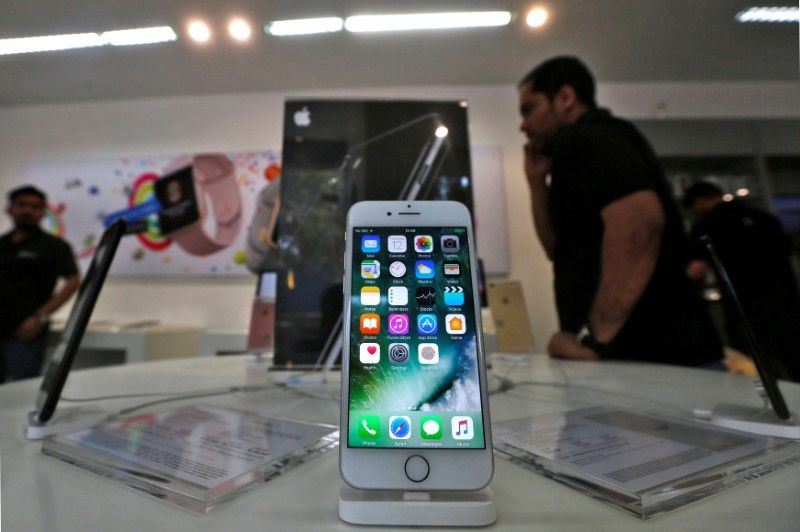 An iPhone is seen on display at a kiosk at an Apple reseller store in Mumbai, India, January 12, 2017. Credit: Reuters/Shailesh Andrade