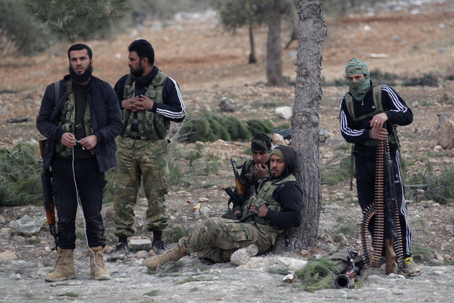 Free Syrian Army fighters rest on the outskirts of the ISIS controlled northern Syrian town of al-Bab, Syria February 4, 2017. Picture taken February 4, 2017. Credit: Reuters