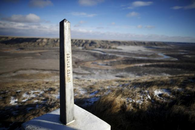 Canada is seen across the United States border near Havre, Montana, United States, November 20, 2015. Picture taken on November 20, 2015.  Credit: Lucy Nicholson/Reuters?Files