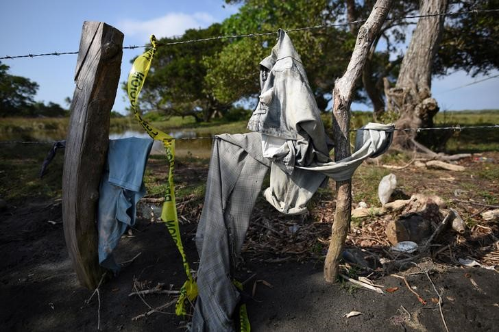 Clothing is pictured on a wire fence at site of unmarked graves where a forensic team and judicial authorities are working in after human skulls were found, in Alvarado, in Veracruz state, Mexico, March 19, 2017. Credit: Reuters/Yahir Ceballos