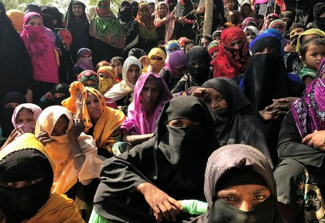 Rohingya refugee women wait to collect relief vouchers at Kutupalang Unregistered Refugee Camp in Cox's Bazar, Bangladesh, February 27, 2017. Credit: Stringer/Reuters