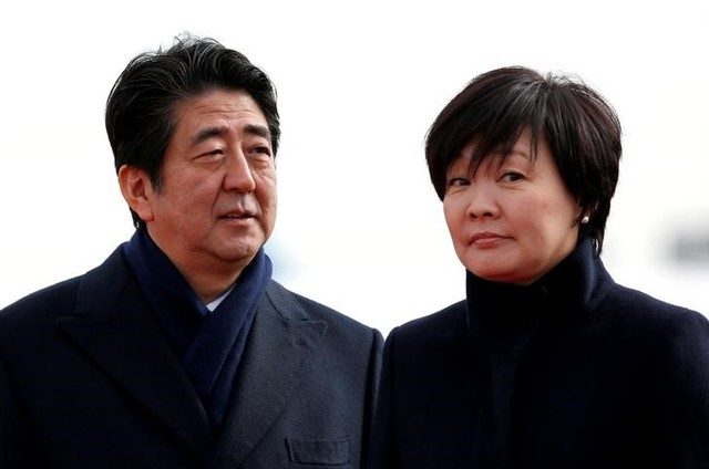 Japan's Prime Minister Shinzo Abe and his wife Akie are pictured at Tokyo's Haneda airport, Japan January 26, 2016.   Credit: Reuters