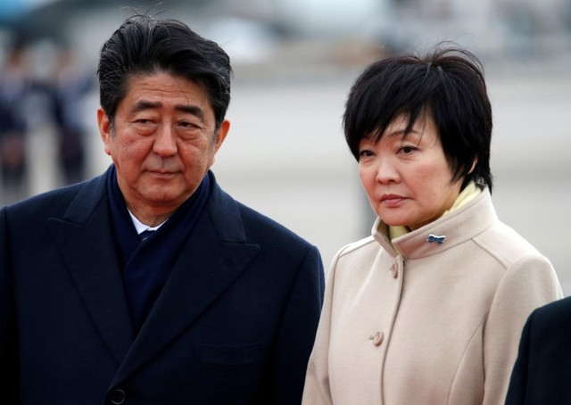 Japan's Prime Minister Shinzo Abe (L) and his wife Akie send off Emperor Akihito and Empress Michiko boarding a special flight for their visit to Vietnam and Thailand, at Haneda Airport in Tokyo, Japan February 28, 2017. Credit: Reuters